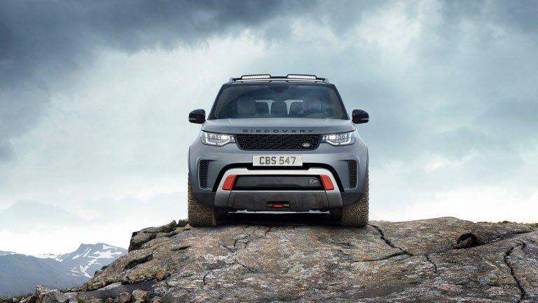 Jaguar Land Rover corre veloce grazie all'elettrificazione